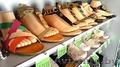 Женская и мужская обувь в магазине